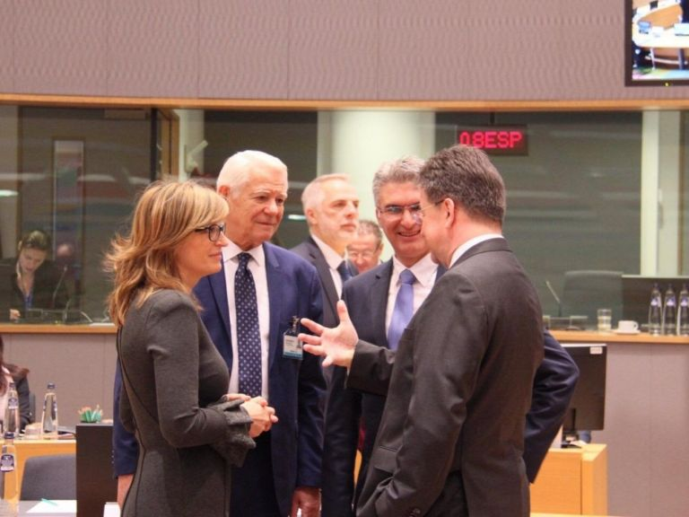 Захариева пред колегите си от ЕС: Дезинформацията е сериозно изпитание за сигурността
