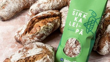 Финландците пуснаха в продажба хляб от скакалци