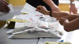 Избирател на 165 г. се регистрира за първи вот в Турция