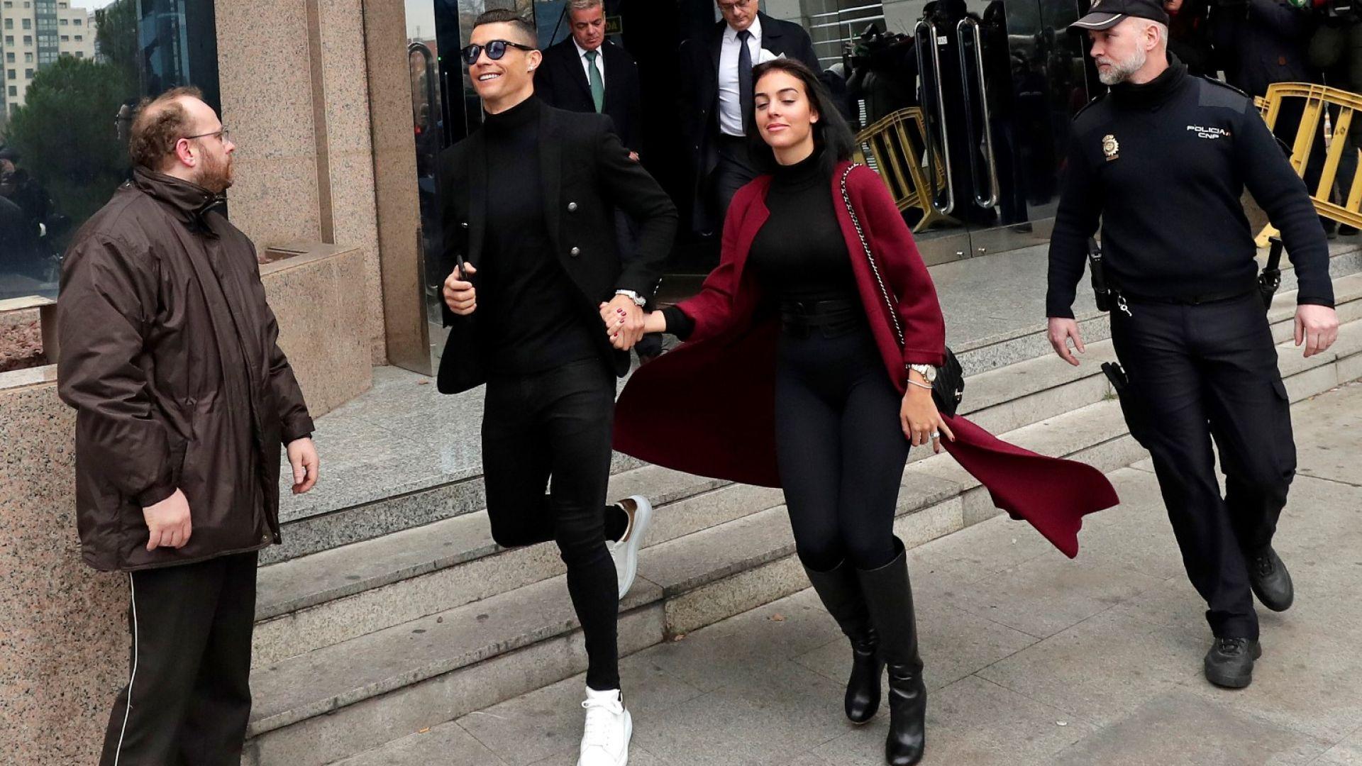 Роналдо и Джорджина ухилени до уши в съда (галерия)
