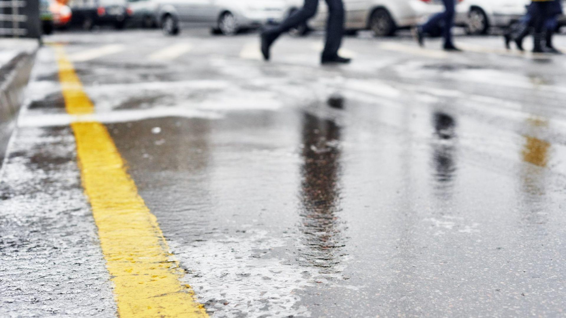 Поледица в Русе, сняг в Ловеч, валежите спират в по-голямата част от страната