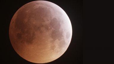 Метеорит е ударил Луната по време на затъмнението