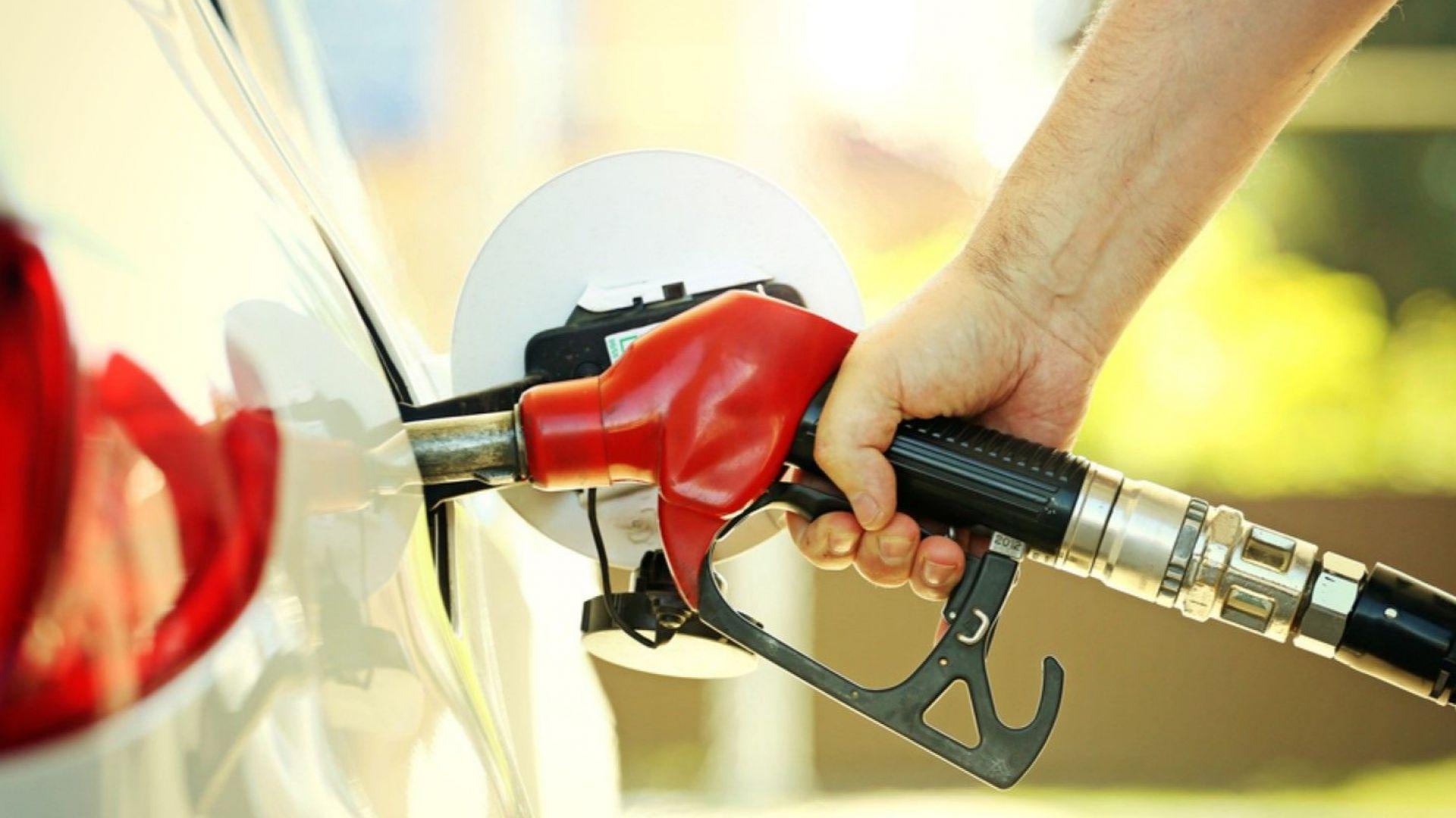 """Депутатите гласуваха единодушно """"за"""" отлагане Закона за горивата с 6 месеца"""