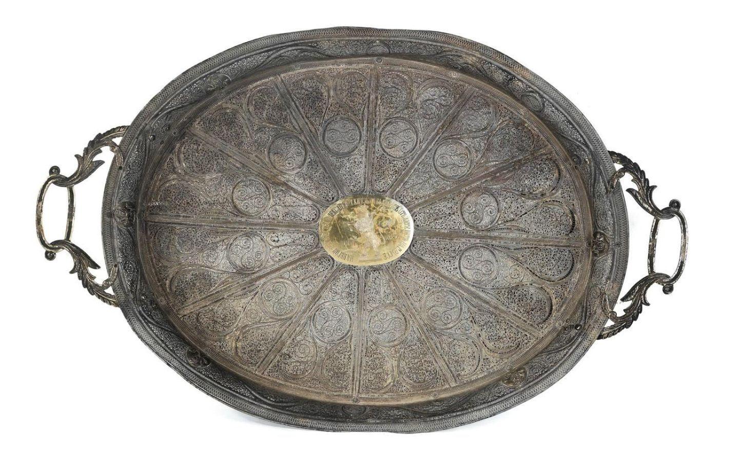 Сребърна табла на първия български княз Александър Първи, която е подарена от русенци, предлага на своите клиенти австрийски аукцион, който е един от най-големите в Европа