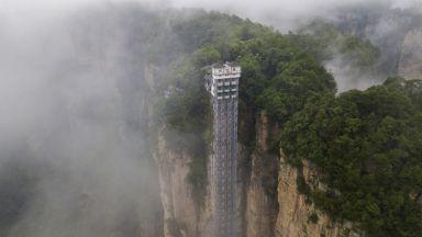 Вижте най-високия открит асансьор в света на 326 метра