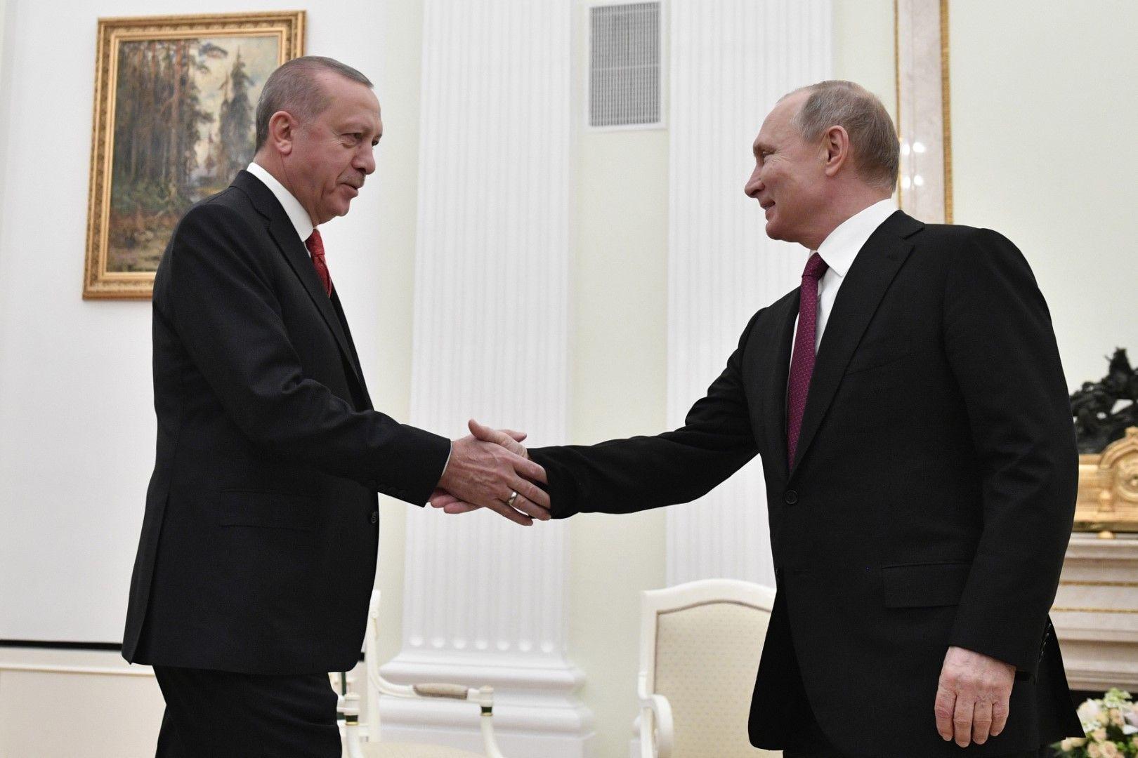 Двамата президенти се поздравяиха за бързо развиващите се отношения между двете страни