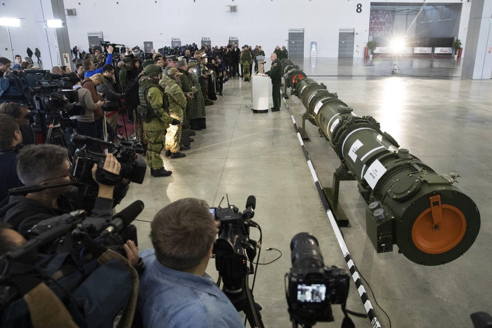 Ракетата беше представена пред дипломати и журналисти