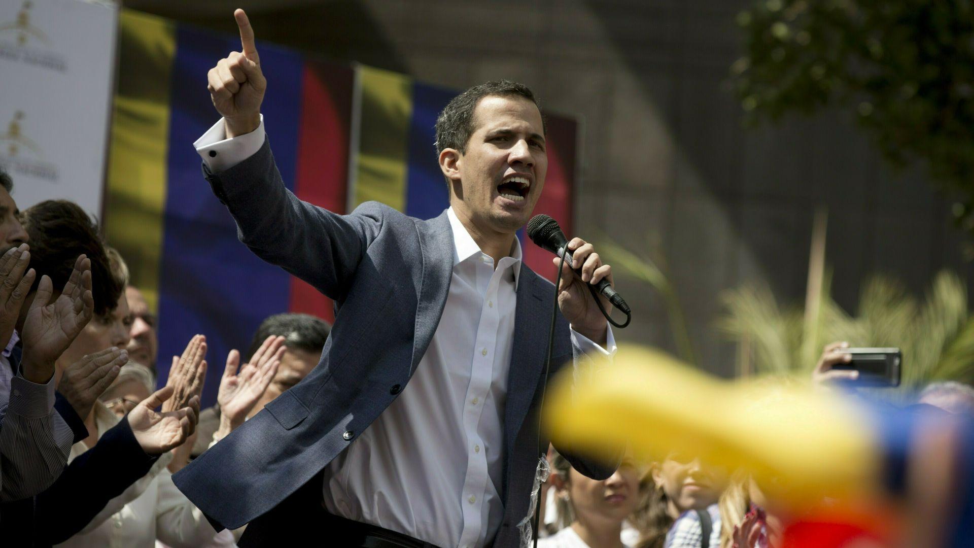 Председателят на венецуелския парламент Хуан Гуайдо се обяви за временен