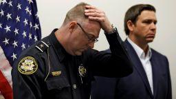 Млад американец застреля петима в банков клон и се обади на полицията