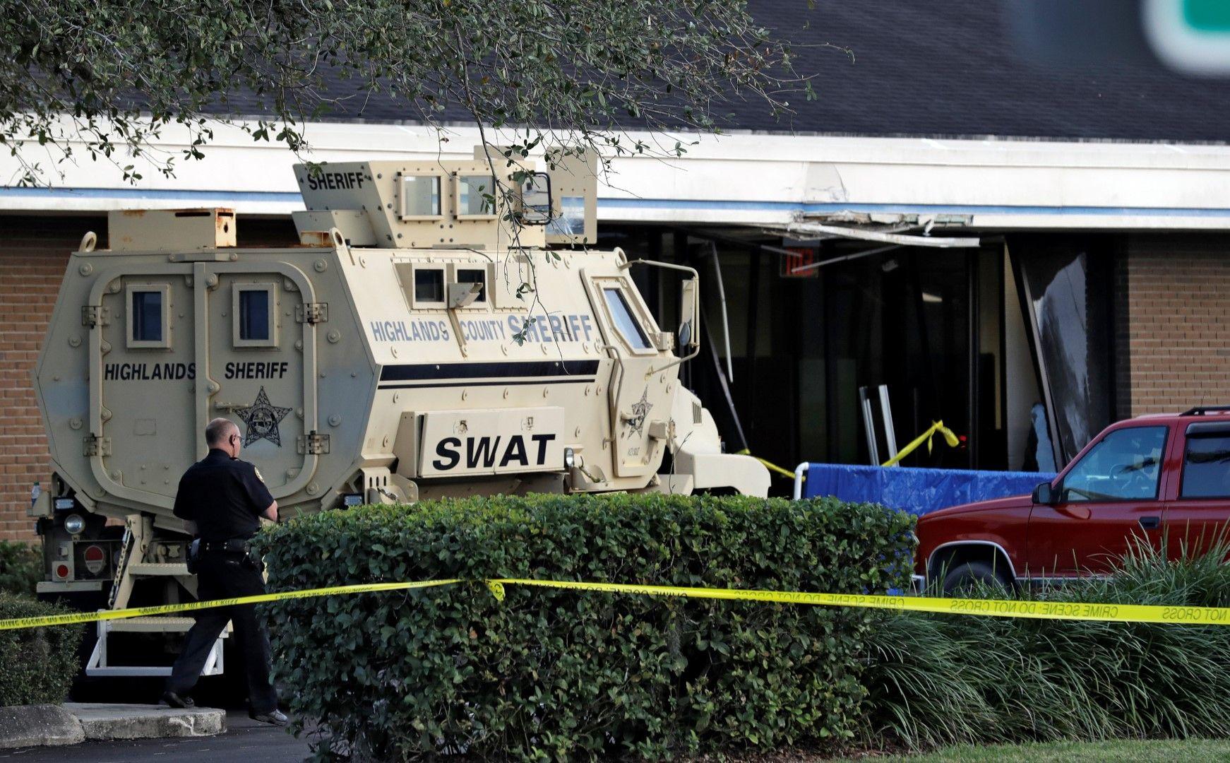 Екип на SWAT проведе преговорите и убеди убиеца да се предаде