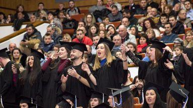 Дипломираха се 435 нови медици