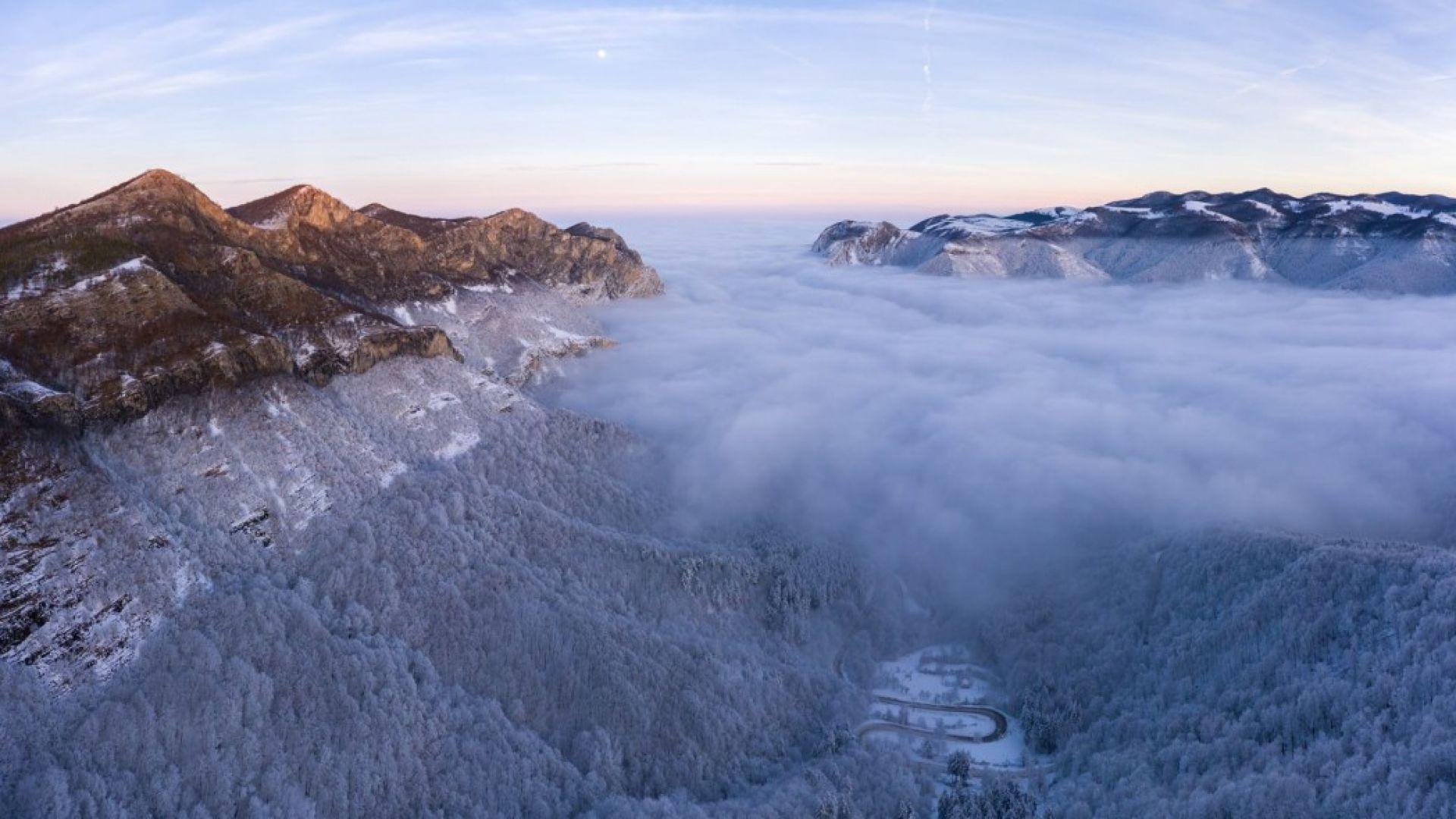 Мистични кадри от Врачанския Балкан в море от мъгла (видео)