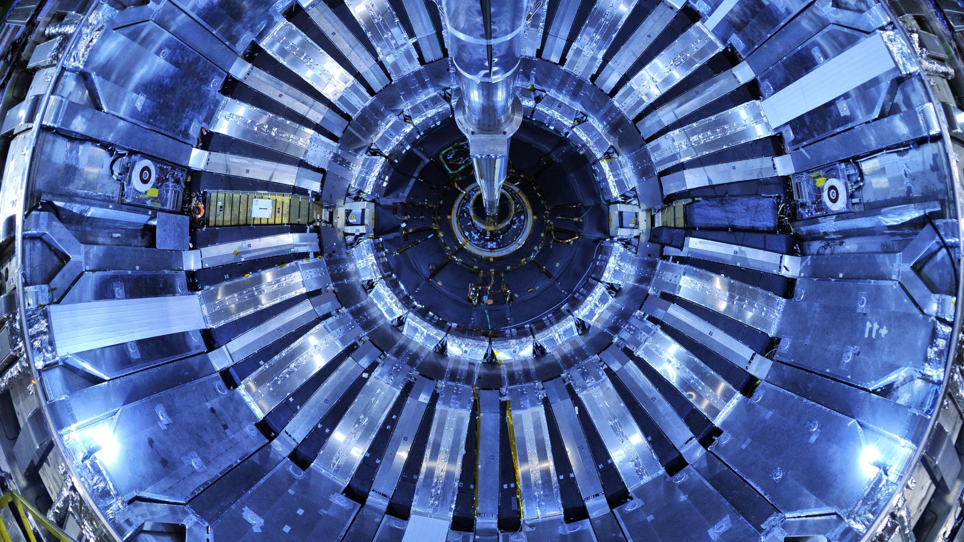Българи ще ремонтират Големия адронен колайдер на ЦЕРН