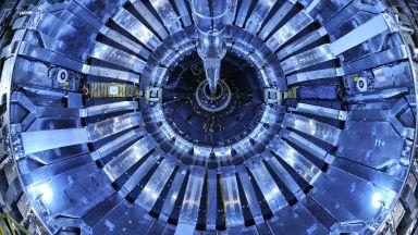 Къде изчезва антиматерията