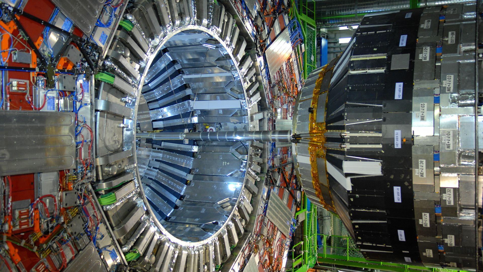 ЦЕРН ще търси частици, свързани с тъмната материя