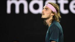 Циципас се отчая: Не знам как Федерер успява да бие Рафа