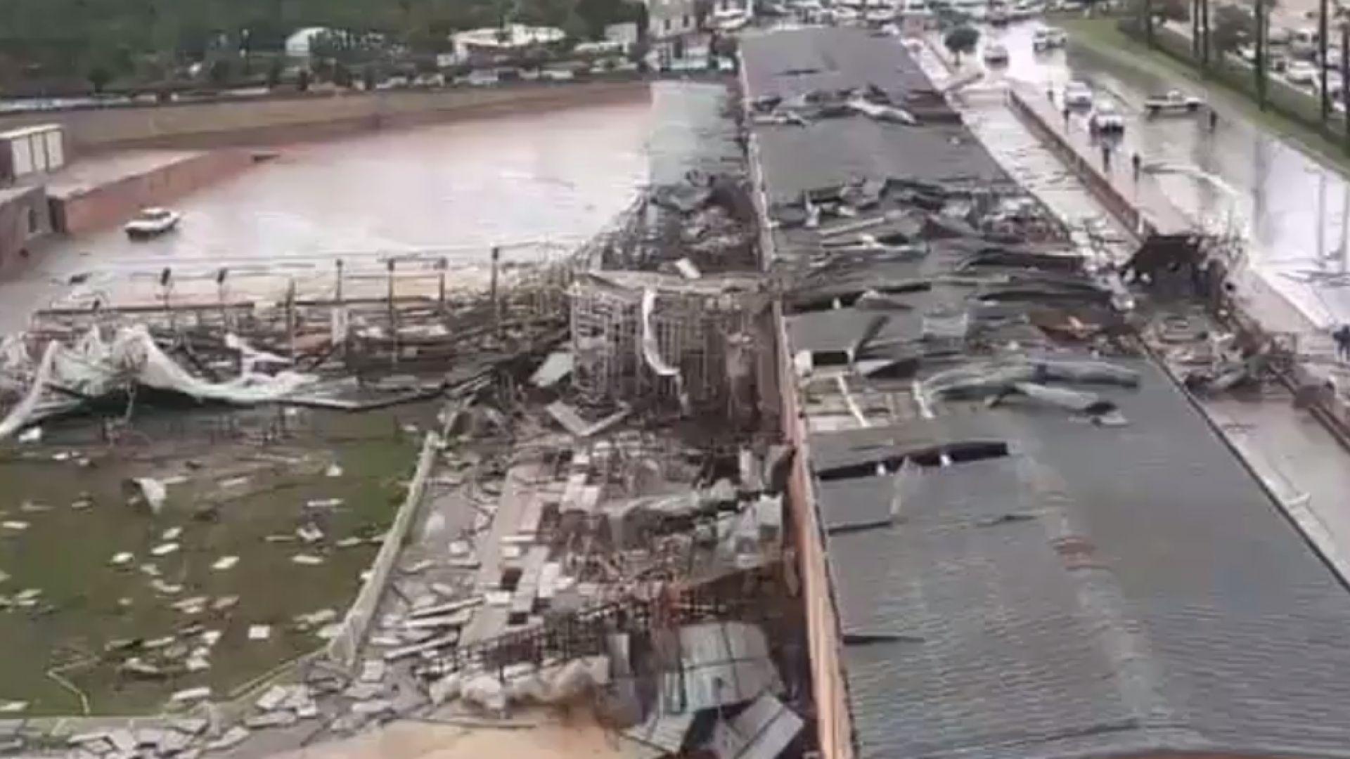 Дете загина и 11 души бяха ранени при торнадо в Анталия (видео)