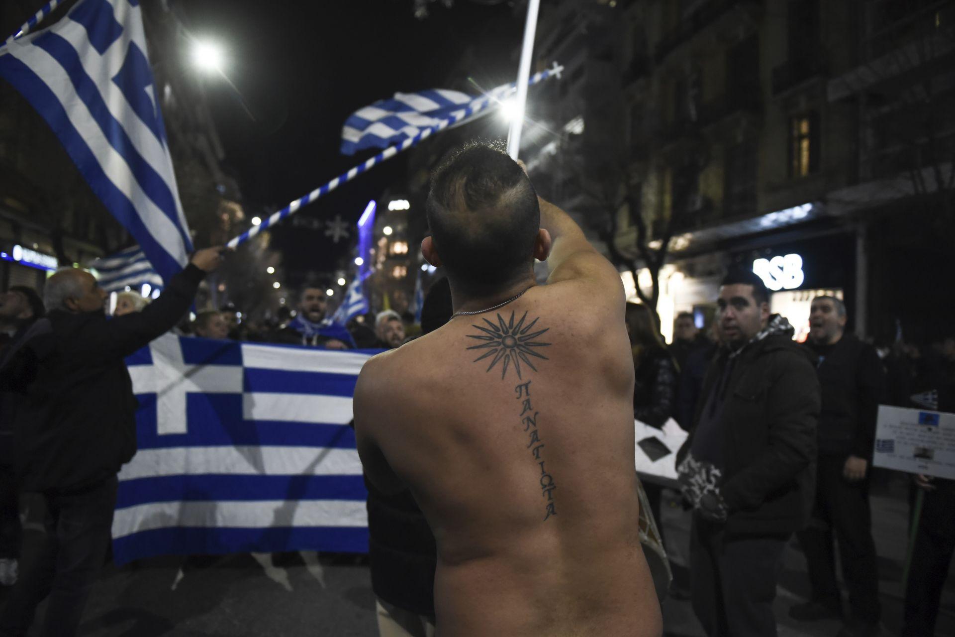Противници на Преспанското споразумение протестират в Солун