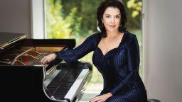 Моцарт в изпълнение на голямата пианистка Елена Башкирова със Софийска филхармония