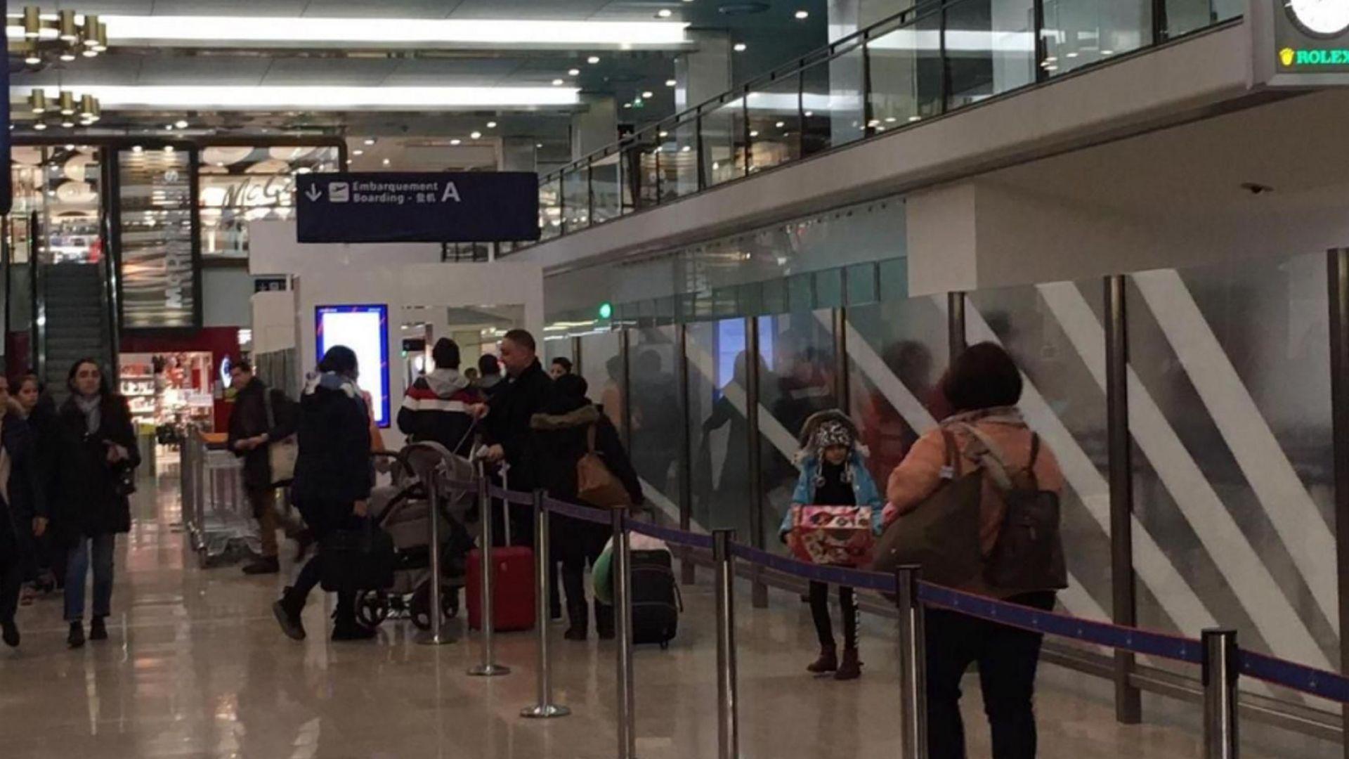 """Летище Орли в Париж бе евакуирано заради """"светещи обувки"""""""
