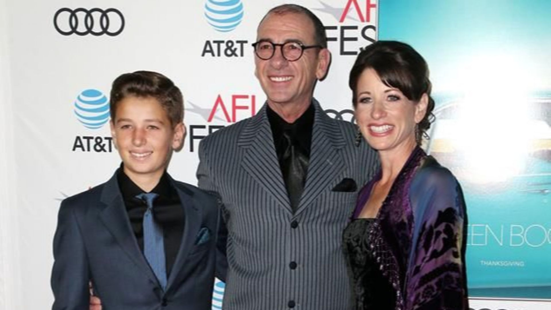 С големия си син Йордан и съпругата си на червения килим