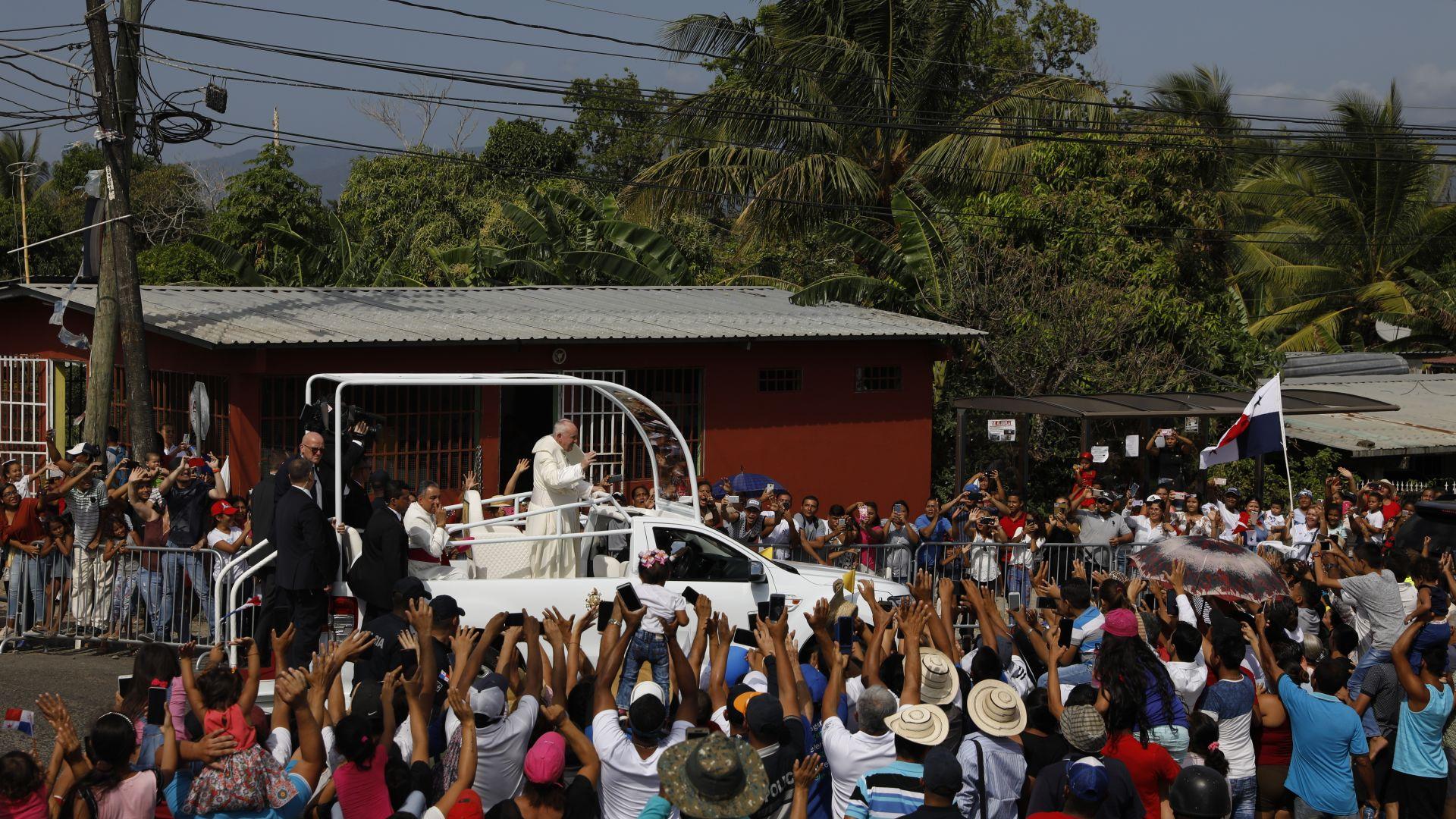 Папата призова да помагаме на грешниците и престъпниците