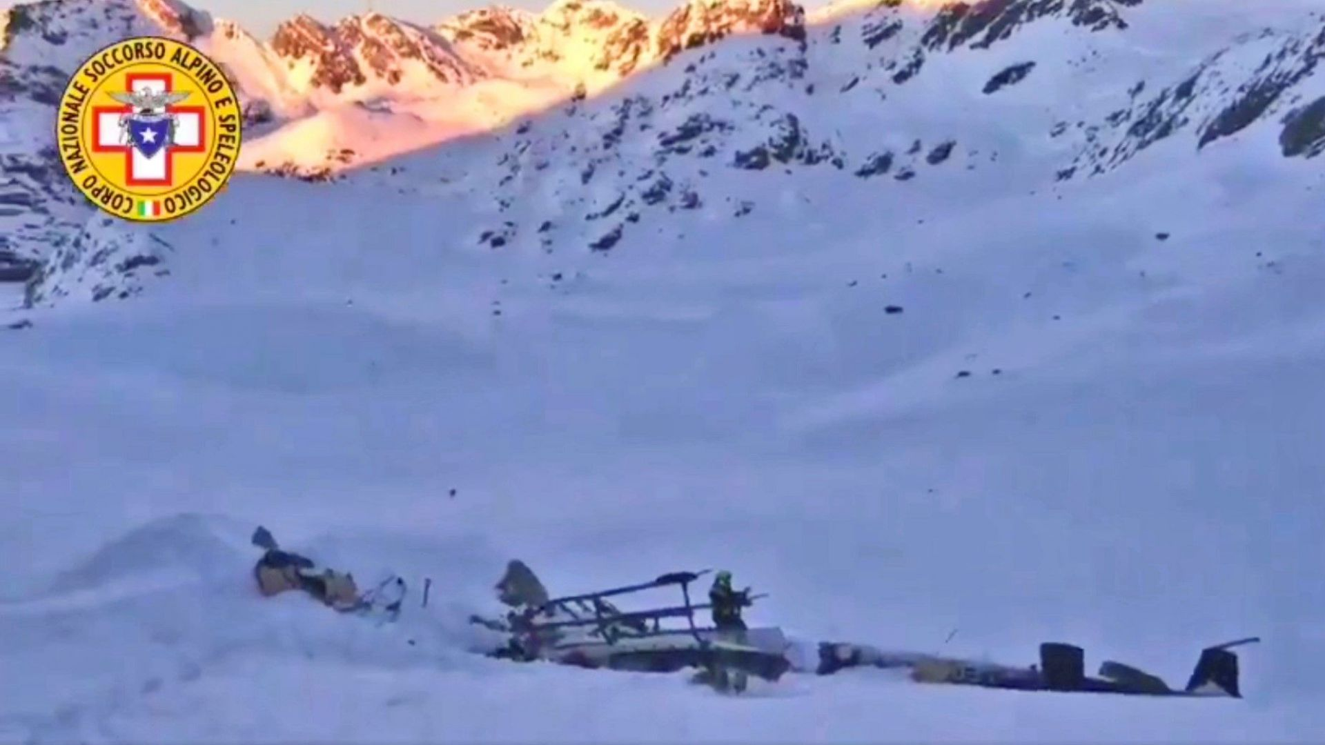 Най-малко четирима са загинали при сблъсък  на хеликоптер с лек самолет
