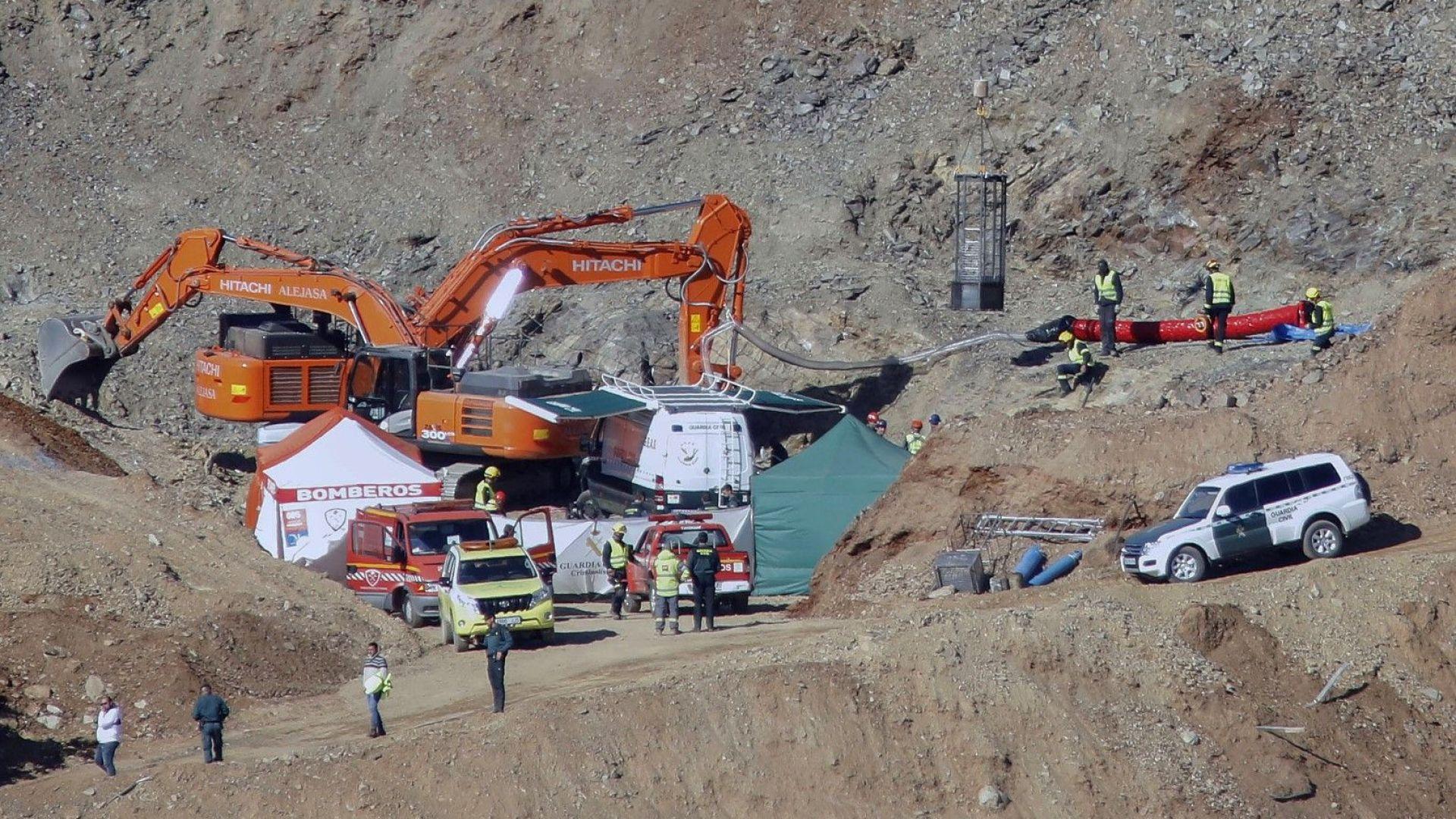 Откриха мъртво момченцето, което падна в дълбока шахта край Малага