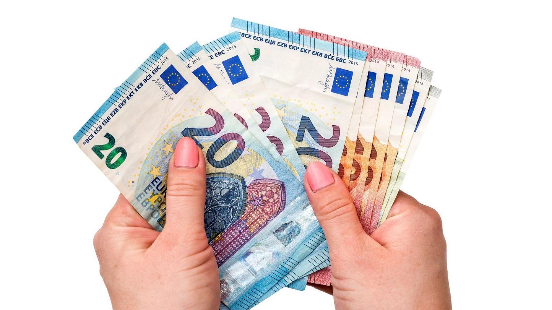 По 44 000 фалшиви евро банкноти хващат всеки месец в ЕС