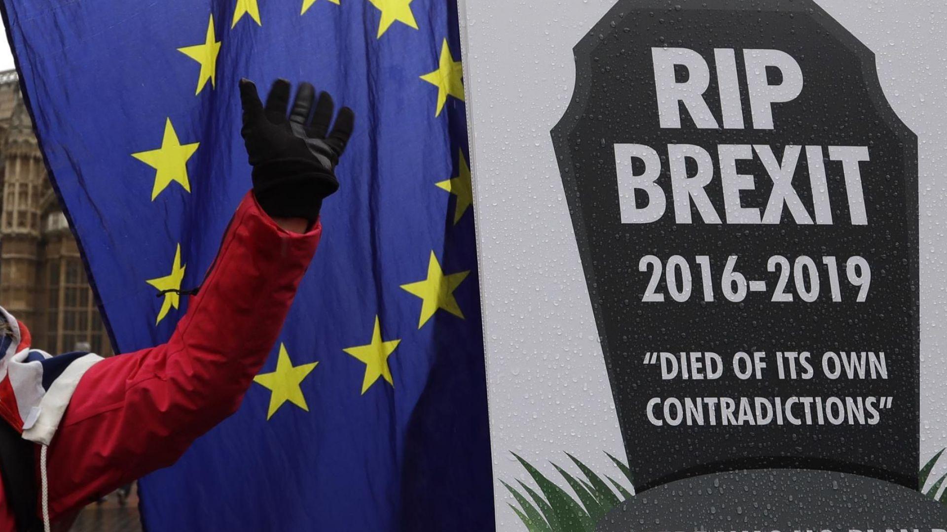 Британски фирми се готвят масово да напуснат страната при Брекзит без сделка