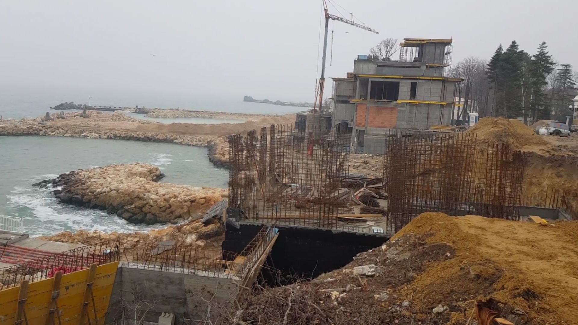Строежи на брега на морето има и по Северното крайбрежие.