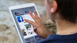 """Facebook може да спре в ЕС, ако Ирландия """"замрази"""" механизма ѝ за данни"""