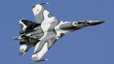 "Руски Су-27 ""изгониха"" американски бомбардировач от границата (видео)"