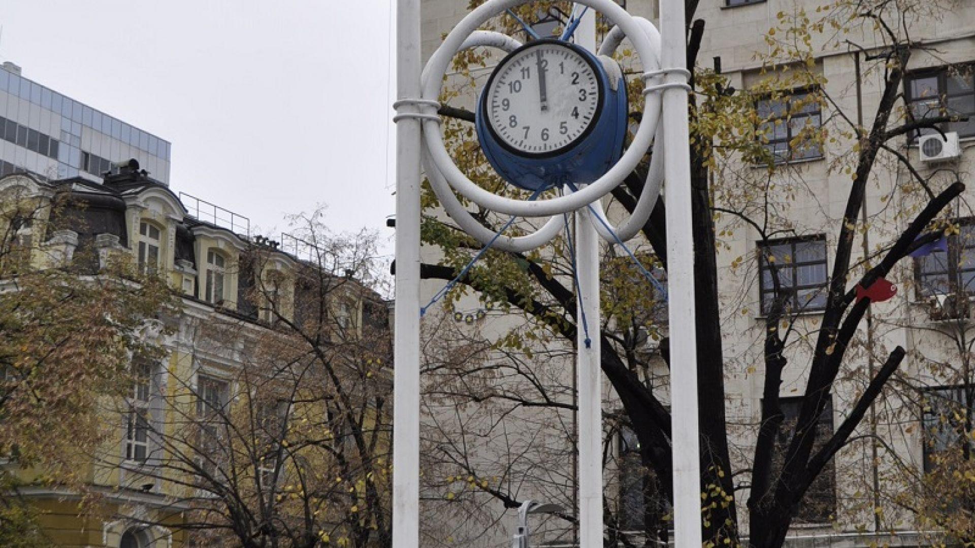 Демонтират часовника в центъра на Бургас