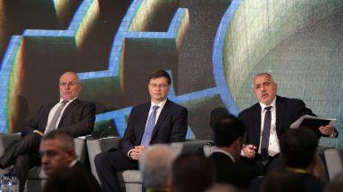 Домбровскис: В Латвия не бяха убедени за еврото, а сега го приветстват