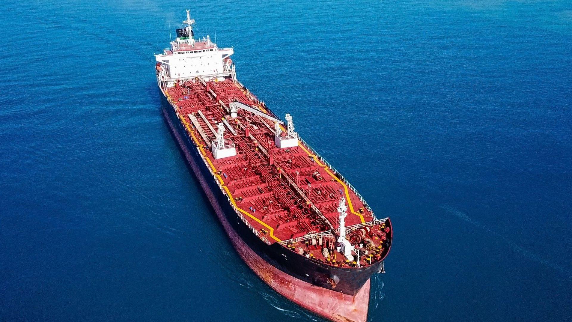 Кораби, влакове, пещери: Търговците на петрол търсят място за складиране