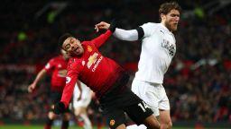 Юнайтед възкръсна от мъртвите и избегна голям срам