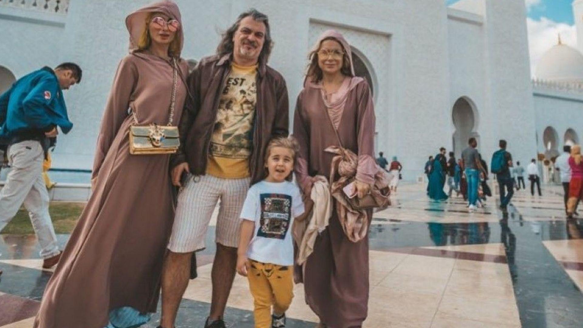 Халваджиян на семейна ваканция в топлите страни