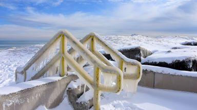 Замръзна езерото Мичиган, арктичният студ чупи рекорди