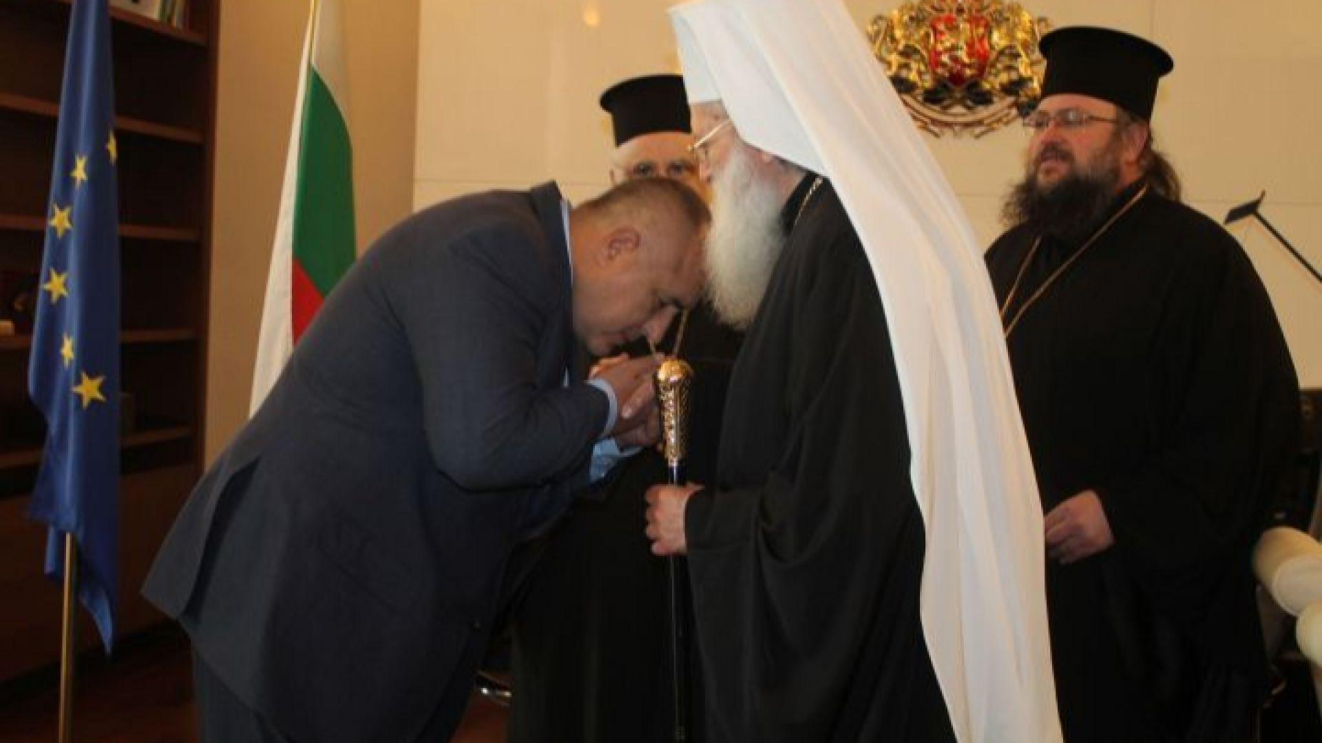 Кабинетът даде 5 млн. за заплати на свещеници. Премиерът: Патриархът лично ме помоли