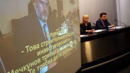 Елена Йончева дава на прокуратурата оригиналния запис на Боил Банов