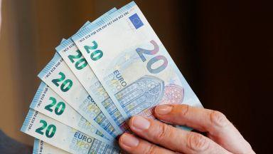 Британците купуват масово евро, страхуват се от обезценка на паунда