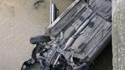Кола излетя от пътя и падна в Шокъровия канал (снимки)
