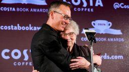 """Истинска история за изгубване и намиране през Холокоста взе приза """"Коста"""" за най-добра книга на годината"""