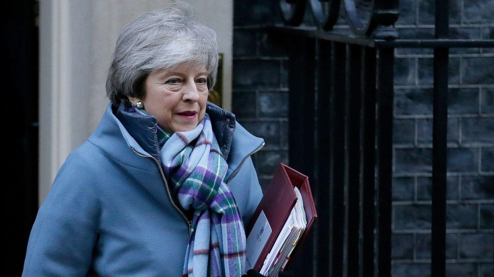 Тереза Мей ще разговаря с Юнкер за Брекзит