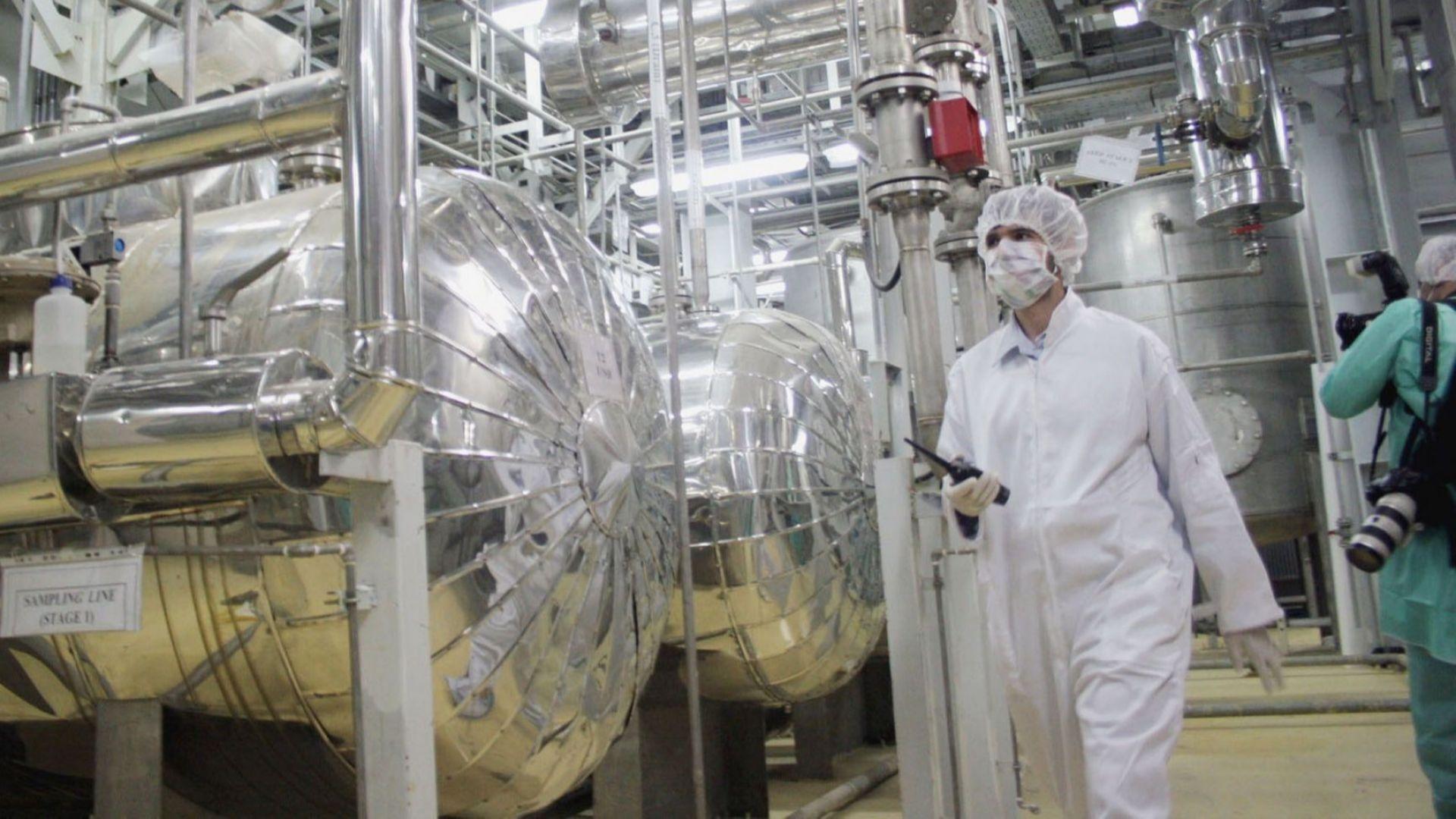 Иран изпрати 30 тона уранов концентрат за преработка в Исфахан