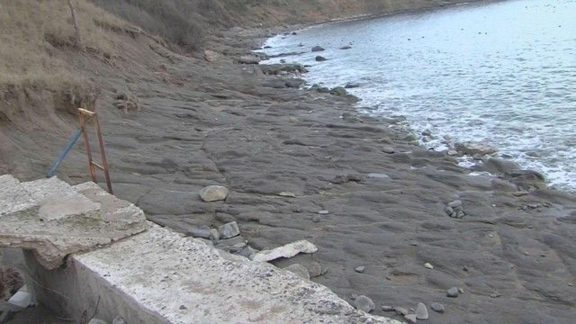 Хората в Черноморец негодуват срещу рибарското пристанище