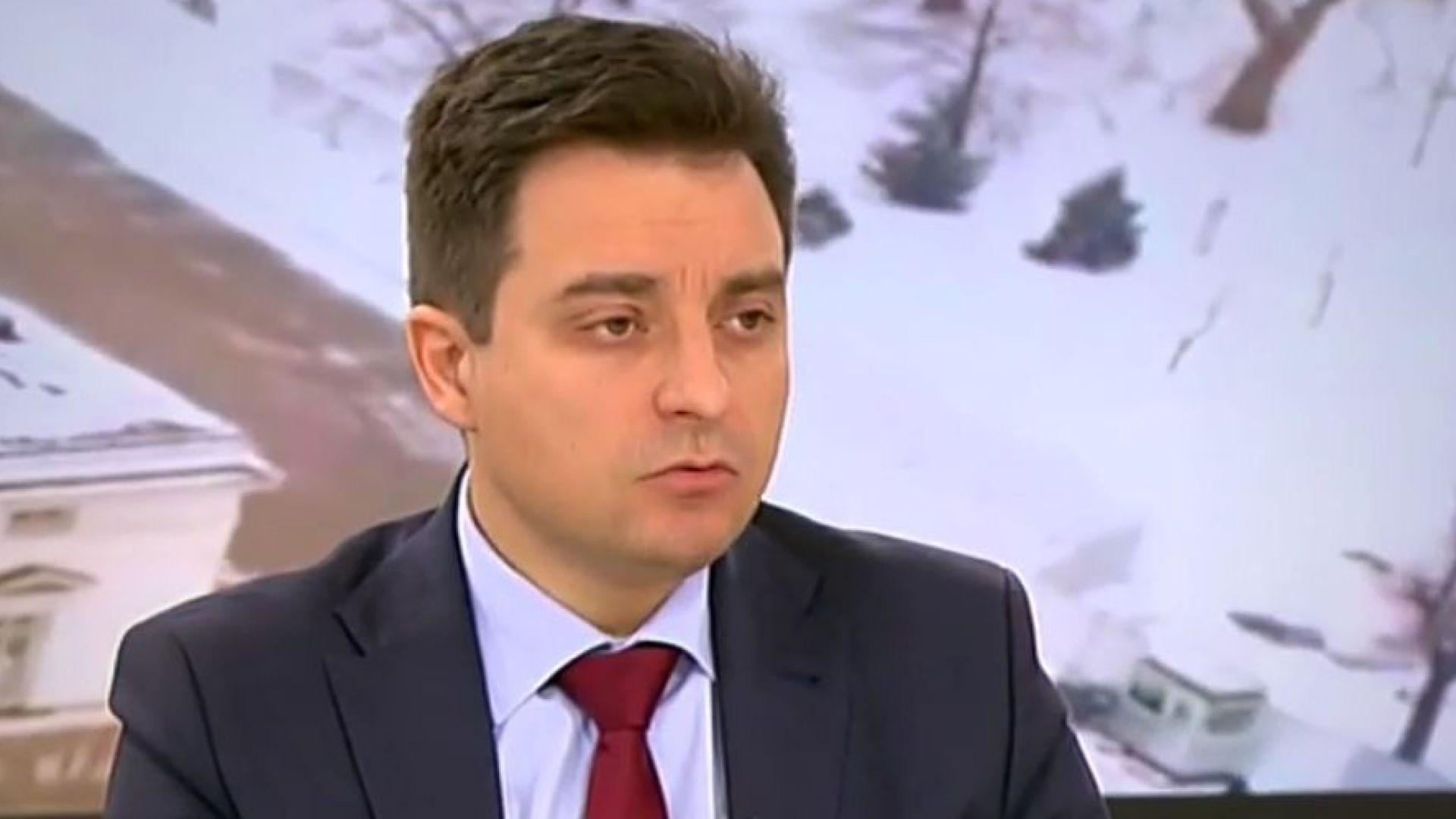 Управляващите се опитват да замажат случая с министър Боил Банов, казва Димитър Данчев