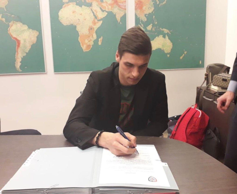 Десподов подписва договора си с Каляри.