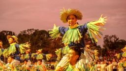 """""""Танцуващите плашила"""" от Филипините поставиха рекорд за Гинес"""